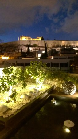 Herodion Hotel: Rooftop garden/bar/restaurant and view of the Acropolis