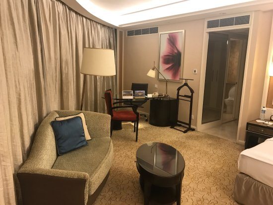 Edsa Shangri-La: The tower wing newly renovated horizon club room