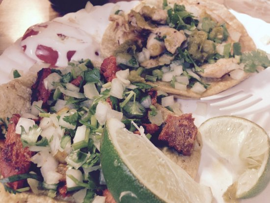 Saint Ann, MO: hmmmmm....taaaaacos (al pastor and chicken)