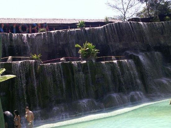 Parque Temático Hacienda Nápoles: cascada