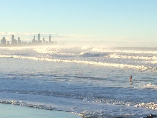 Gold Coast, Australia: Surfs up!