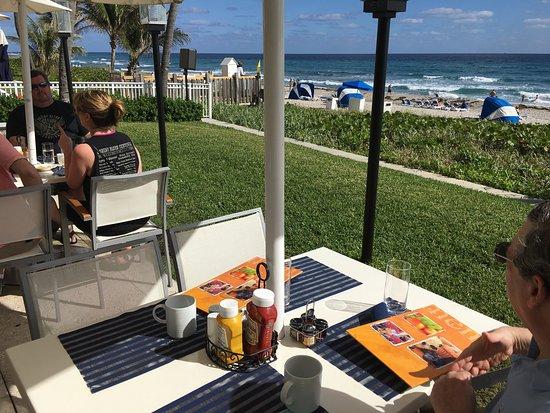 Highland Beach, FL: Pool, beach , Latitudes restaurant , room.