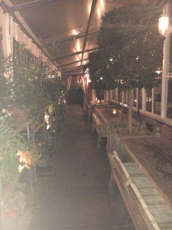 Gee's Restaurant : photo2.jpg