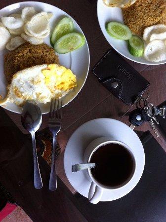 Retanata Home-Stay : Saya suka dengan komposisi penempatan makanannya.. terlihat tertata rapih..