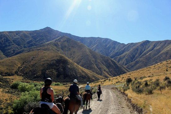 Geraldine, New Zealand: Riding out from hut on 2nd day toward Mt Peel