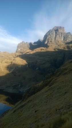 Calca, Perú: sombras  miticas de la montaña Pitusiray