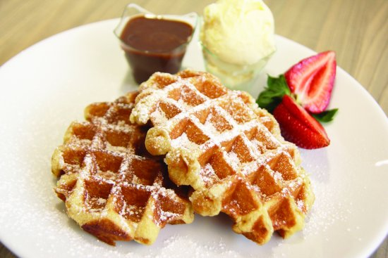 Wentworthville, Australia: Traditional Liège style waffles with strawberries, vanilla ice cream and warm chocolate sauce
