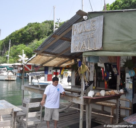 Coxen Hole, Honduras: Hole in The Wall Restaurant & Bar - Jonesville, Roatan