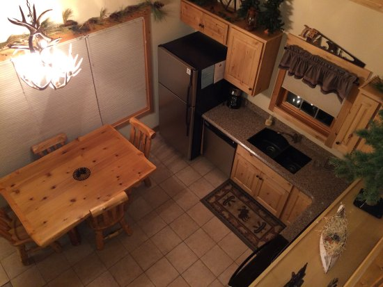 Solitude Cabins: Kitchen and dining area.