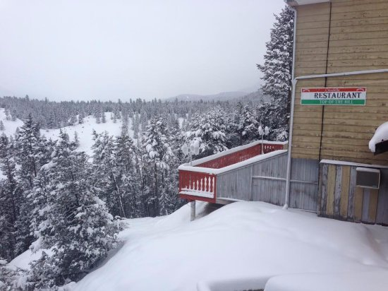 Radium Hot Springs, Canada: Balcony view of snow, mountains and the closed restaurant, Radium Chalet, 5063 Madsen Road, Radi