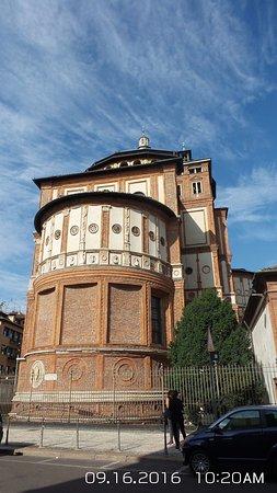Santa María de la Gracia: The monastery of the Church of Santa Maria delle Grazie was completed in 1469.