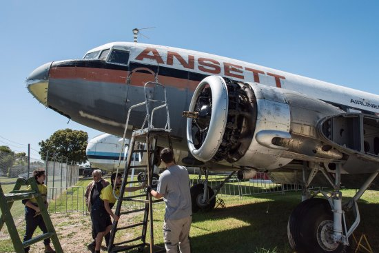 Moorabbin, Australia: Restoring a passenger plane