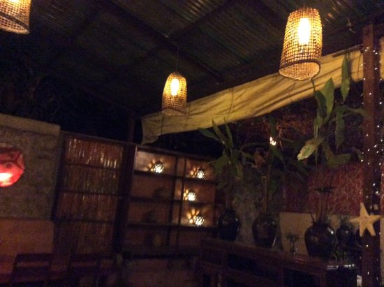 Restaurant The House, LAO FOOD and Western: Great lighting