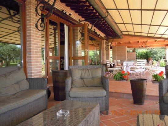 Pozzuolo, Italy: Veranda esterna. Relax e colazione.
