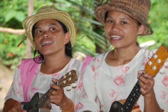 Loboc, Filipinas: Задорные песенки на реке Лобок.Филиппины