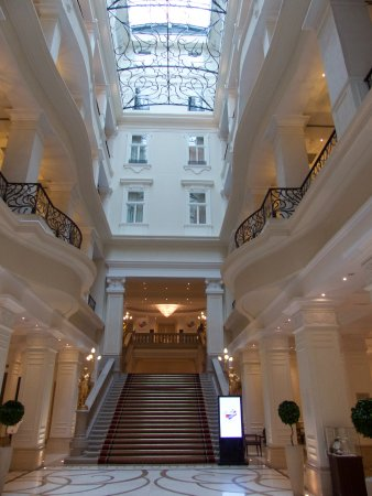 Corinthia Hotel Budapest: Entrée de l'hôtel