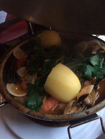 Churrascaria O Frango: Ich hatte die Cataplana! Es köstlich! Für 17,50€ bin ich super satt geworden! Der Fisch und die