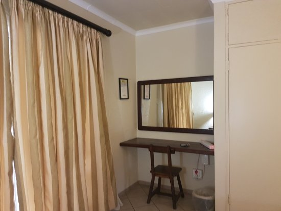 Kempton Park, South Africa: Dressing Table Room 1