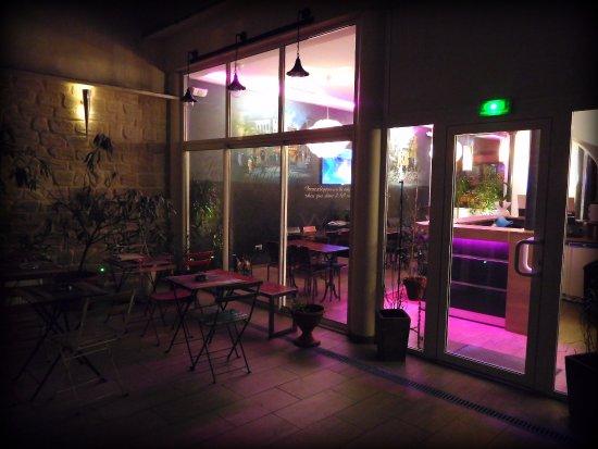 Hotel Sofia: Vue de la porte du studio RDC