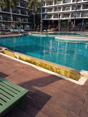 Pak Nam Pran, Thailand: Dirty pool side