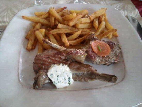 Longueil, Frankrike: Côtes d'agneau de biche et sa confiture d'oignons