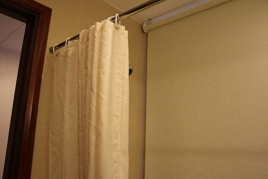Northern Hotel Saigon: Shower curtain and down shade
