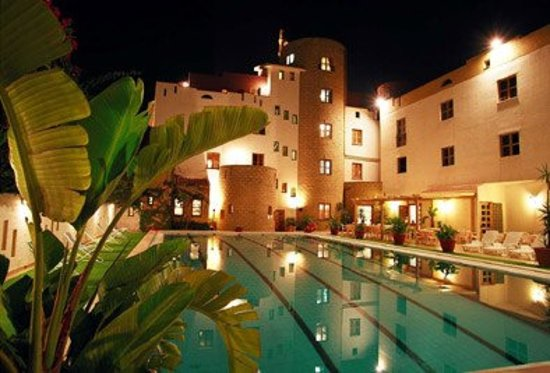 Hotel Tre Torri: Vista piscina in notturna