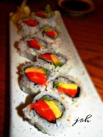Chiba Ken: Salmon Avocado Roll