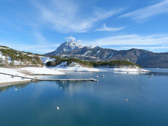 Lac Serre Poncon : Lac de serre ponçon en hiver magnifique ! picture of rechastel