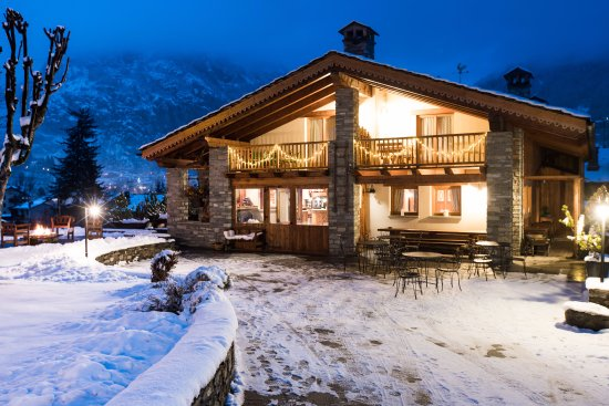 Hotel lo campagnar courmayeur italy updated 2019 for Design hotel valle d aosta