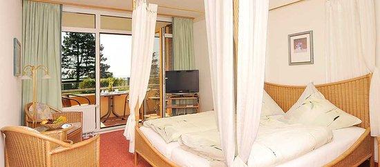 Himmelbett weiß romantisch  Romantisch schlafen im Himmelbett - Bild von Haus Fernsicht, Grömitz ...