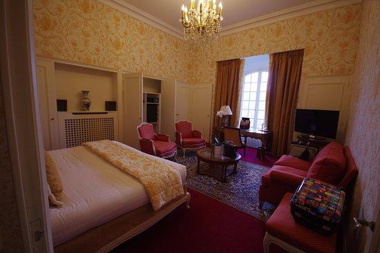 Montbazon, France : une chambre ou il fait très bon dormir