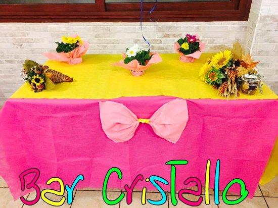 Tavolo Compleanno Topolino : Tavolo decorato per la torta di compleanno e altri dolcetti foto