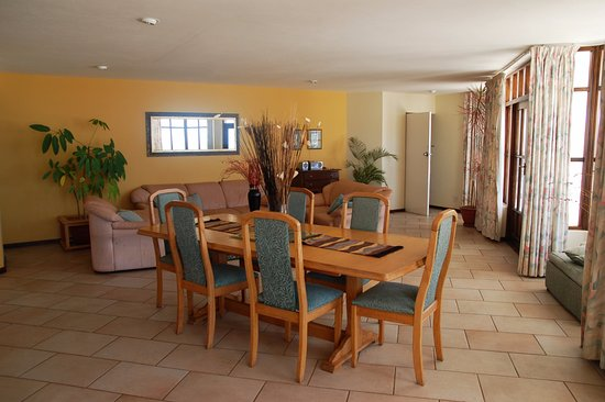 Bayview Hotel: Penthouse Living / Dining Room