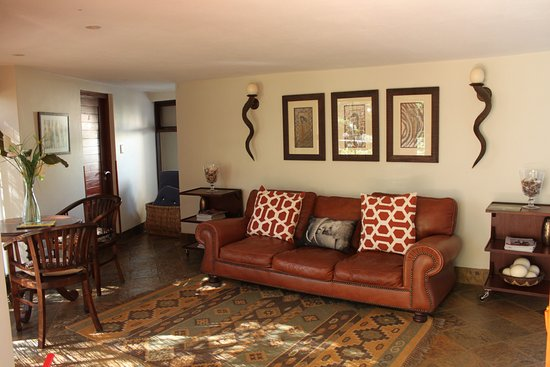 Paradise Cove Guesthouse: the communal lounge for the cottages