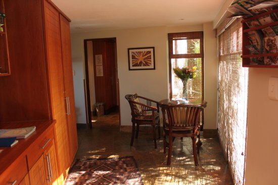Paradise Cove Guesthouse: communal area for the cottages