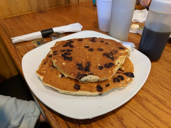 Beach Shanty Cafe: Chocolate chip Pancakes