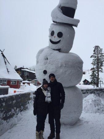Kuusamo, Finlandia: Lugar muito divertido. Ideal para compra de souvenirs e roupas para ski, o preço não é tão acess