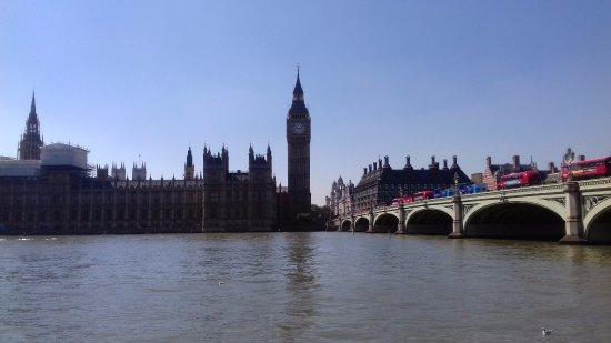Days Hotel London- Waterloo: Chegando ao Parlamento a pé do hotel, caminhada de 10 minutos