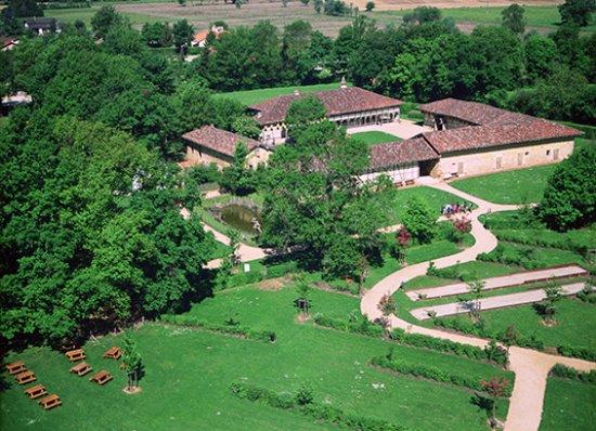 Musée de la Bresse-Domaine des Planons : Vue aérienne de la ferme des Planons et du domaine
