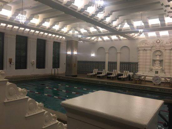 InterContinental Chicago: The indoor pool area is lovely!