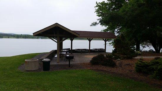 Danville, Pensilvania: Montour Preserve Goose Cove Overlook Pavilion