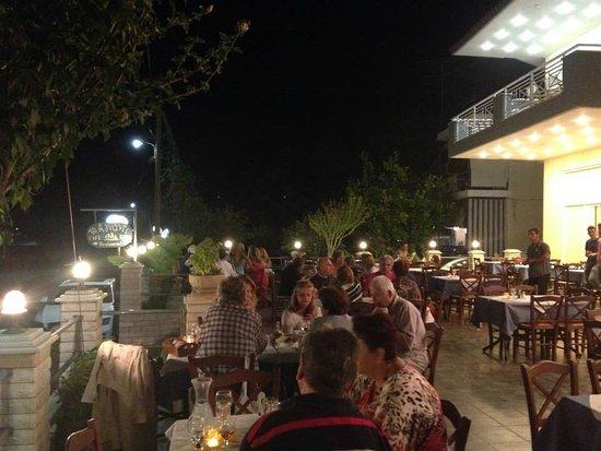 Aigio, Greece: Αγνάντι τη νύχτα