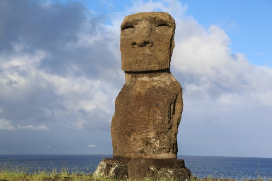 Hotel Altiplanico: the moai at the end of the road, down the hotel