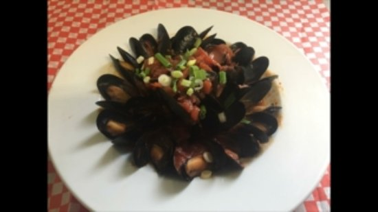Kirkland Lake, แคนาดา: Mussles in red wine marinara sauce