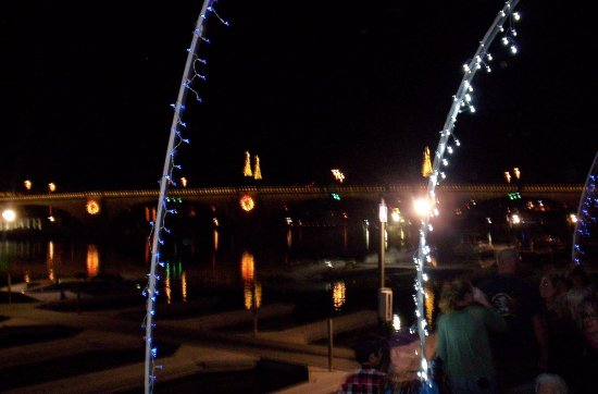 Lake Havasu City, AZ: Lighting of the bridge--music playing all day leading up to the lighting.Santa there too!