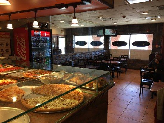 Smithtown, Nowy Jork: Pizzeria Tables and Gourmet Pizzas