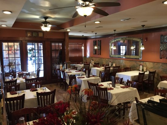 Smithtown, Nowy Jork: Restaurant Area Classy and Comfortable