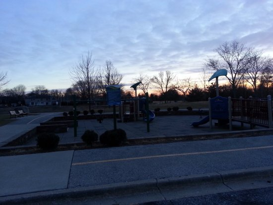 Arlington Heights, IL: playground area