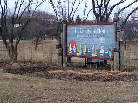 Arlington Heights, IL: sign at the entrance to Lake Arlington